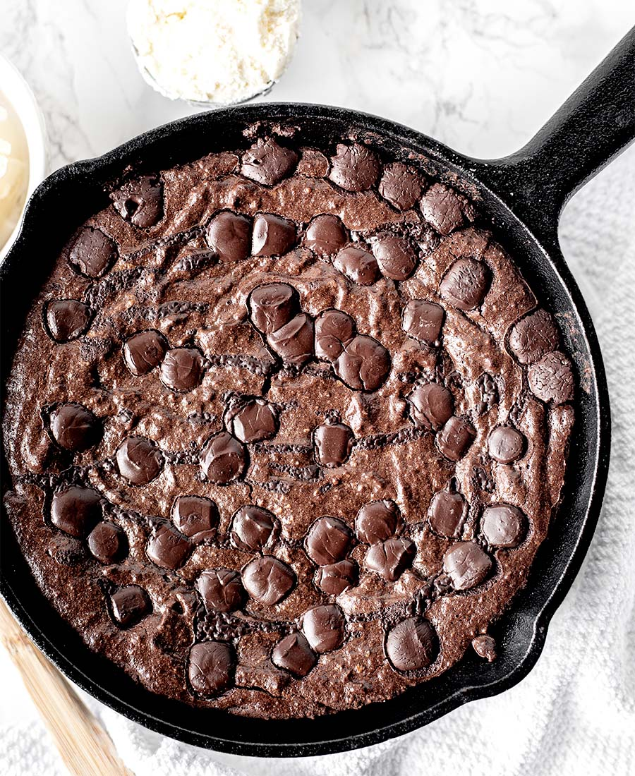 Fudgy Gluten-Free Dark Chocolate Chip Skillet Brownies