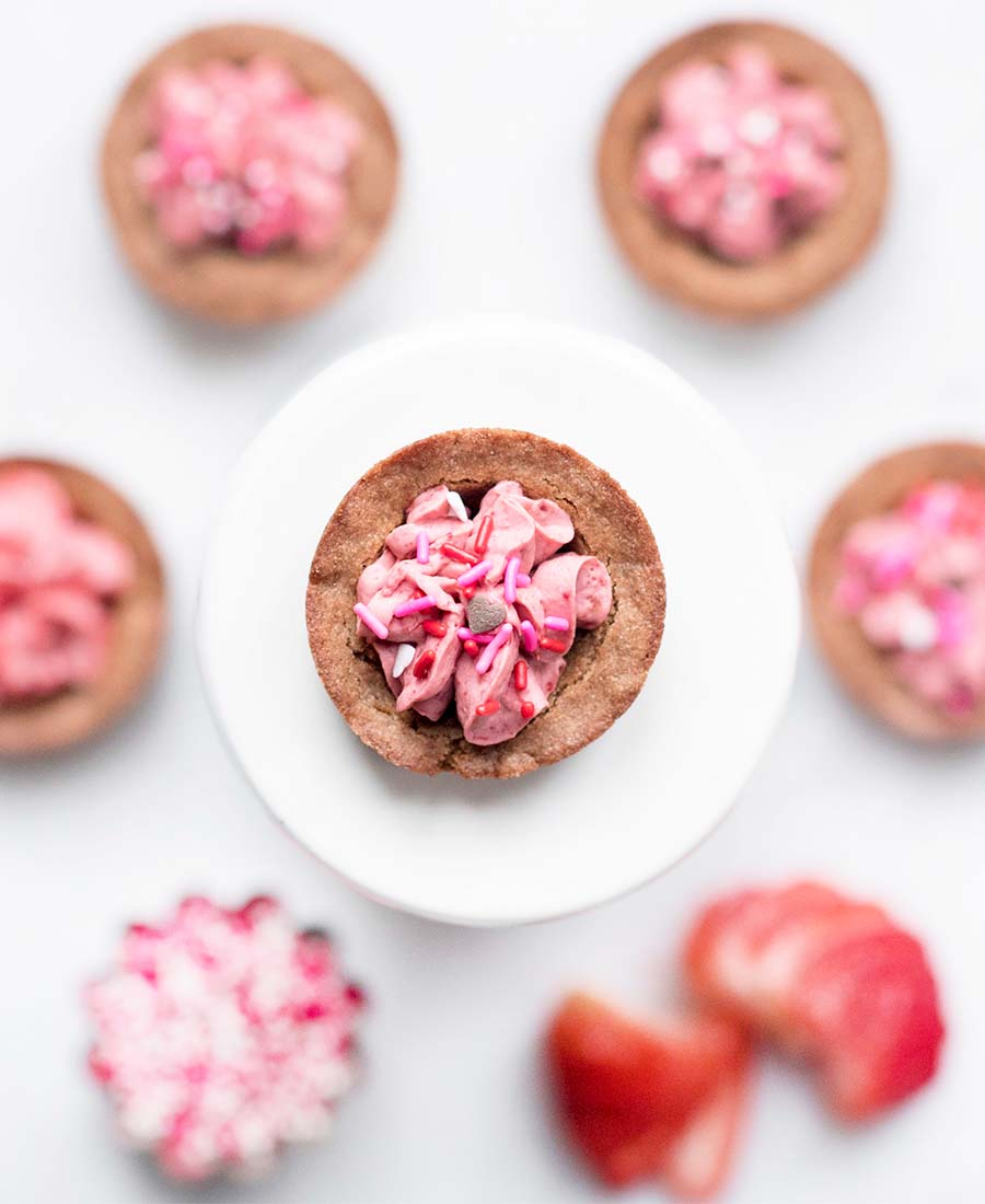 strawberry.cookiecups.wiw1 .featured